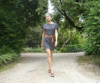 http://stylewilderness.blogspot.nl/2011/04/t-shirt-tutorial-2-triple-treat.html