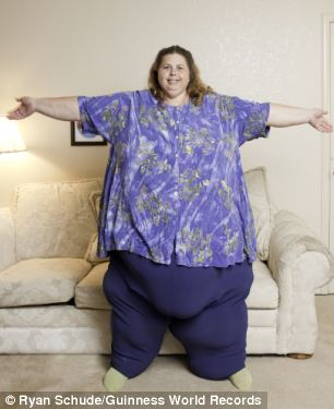 700 Pound Woman http://www.newstrick.com/2012/07/pauline-potter-700-pounds-woman-6-times.html