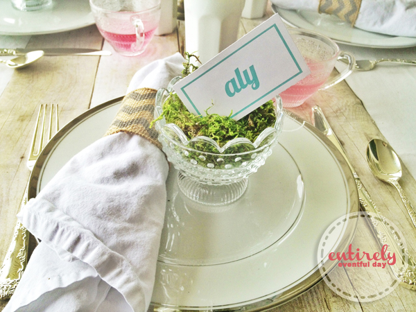 Awesome place card idea! Little dish filled with moss and a card. This is such a pretty beach party table idea! entirelyeventfuld... #party #placecard #tablesetting
