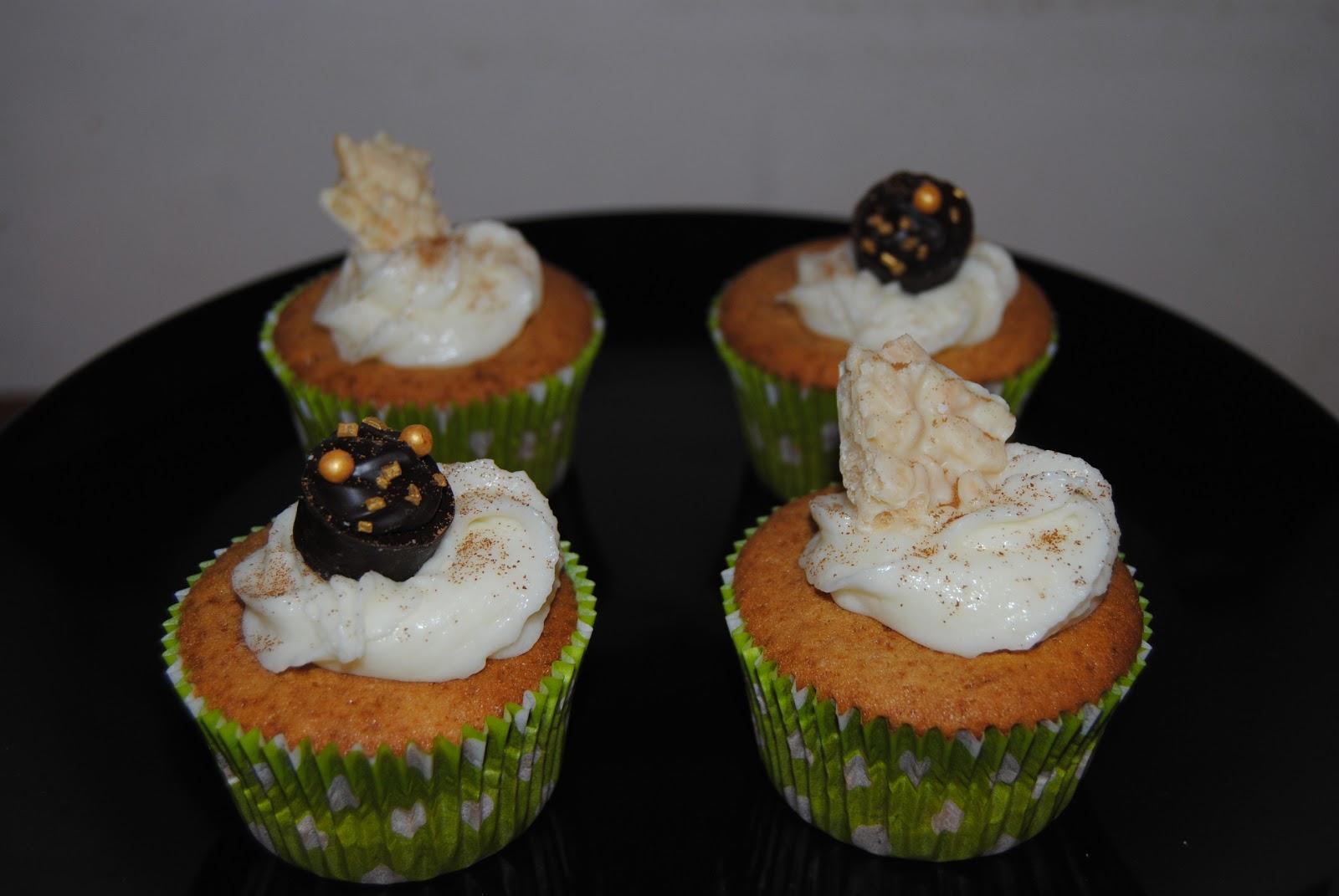 Alguien dijo cupcakes cupcakes de caf con decoraci n for Decoracion en cupcakes