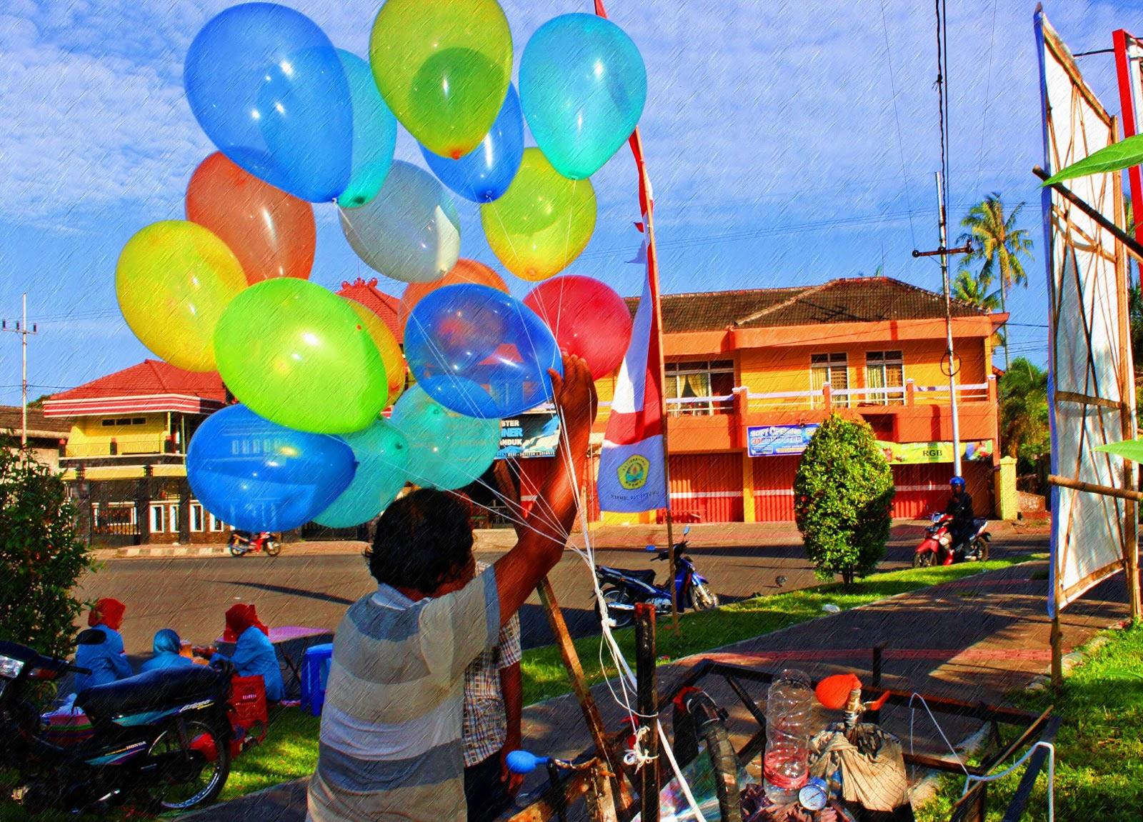 Widodo Van Sodhunk Unej Dan Warna Warni Balon Cerita Di Balik Mainan