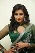 Ragini Dwivedi Glamorous photos in Green Saree-thumbnail-9