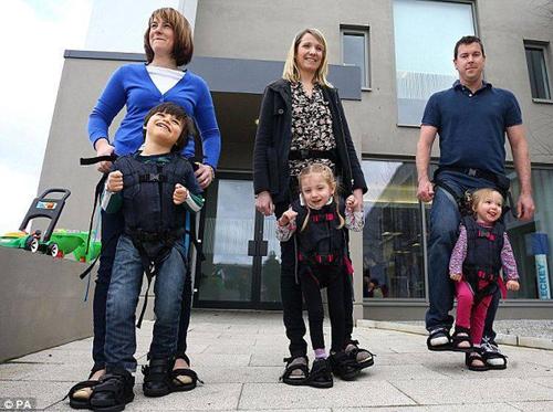 Firefly Upsee - un invento para niños con parálisis cerebral / uma invenção para crianças com paralisia cerebral