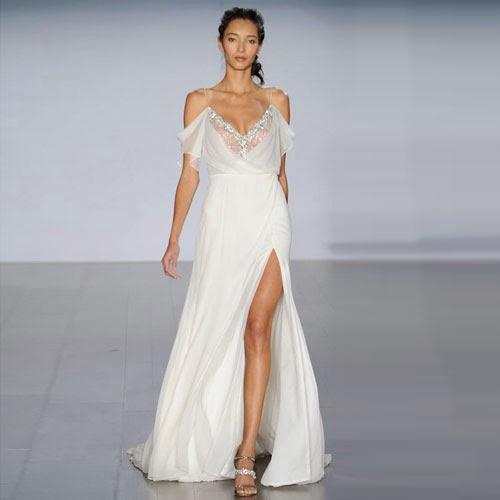 Свадебные платья с разрезом - идеальный способ подчеркнуть красоту Ваших ноги. Туфли на высоком каблуке для такого платья обязательны