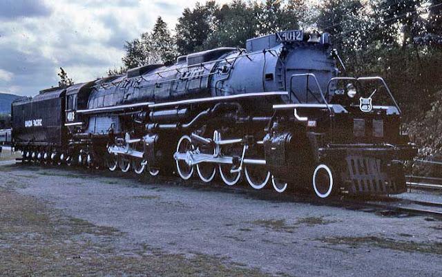 Gambar Kereta Api Lokomotif Uap Bigboy 4-8-8-4 4012 02