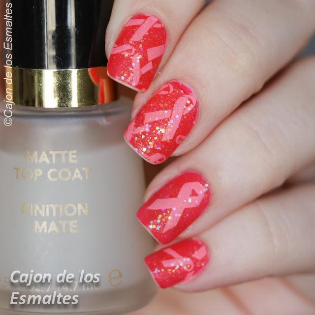 Diseño de uñas octubre rosa