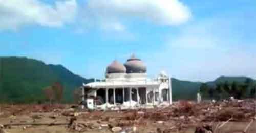KEBESARAN ALLAH-Masjid yang selamat dari Tsunami di Aceh