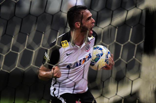 Renato Augusto fez o gol que evitou a derrota em Itaquera (Foto: Djalma Vassão/Gazeta Press)