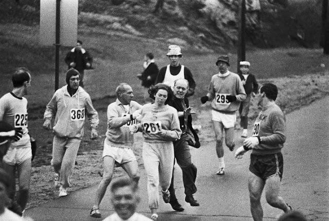 Foto historica Primeira maratonista Kathrine Switzer