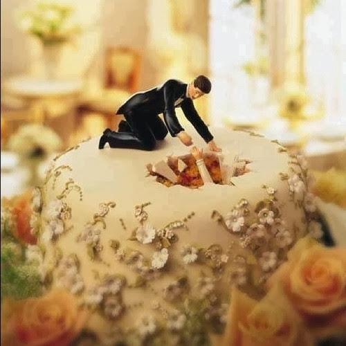 Gnvision - Bolos de casamento engraçados e criativos - Noiva gordinha afundou no bolo