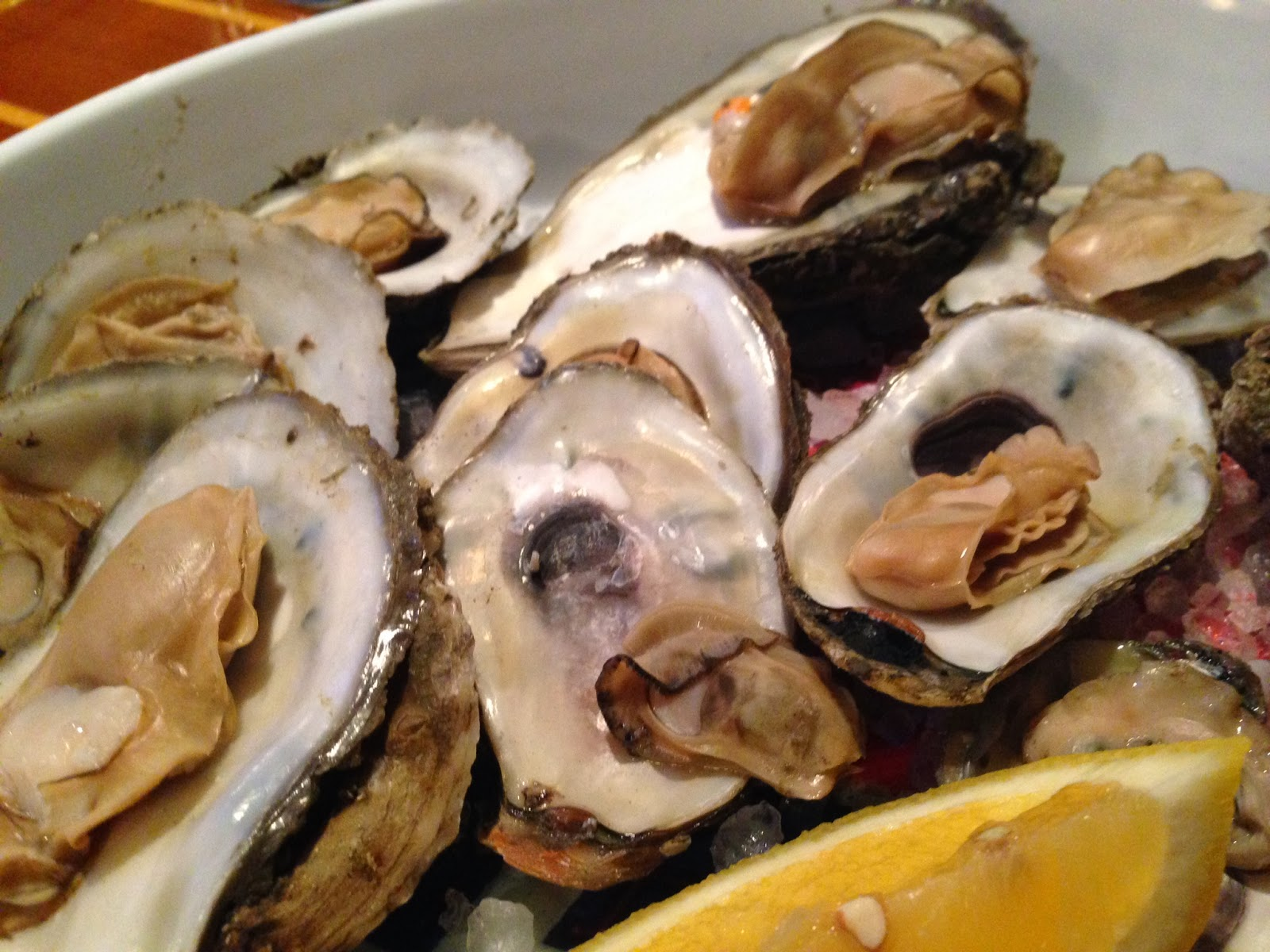 Live oysters with pearls inside - photo#14