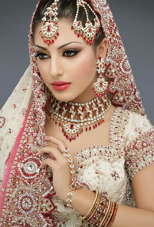 Sayumi Top 12 Pakistani Bridal Makeup Pictures