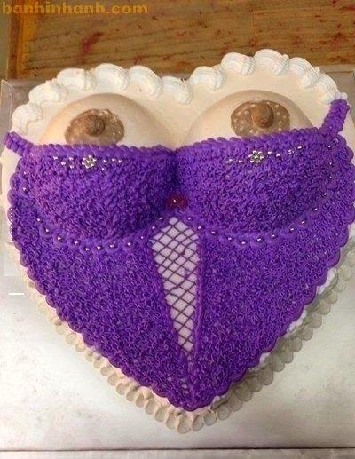 Những chiếc bánh sinh nhật hài VL, áo lót vú