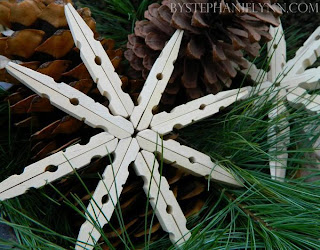Estrela de Natal feita de prendedor de roupa