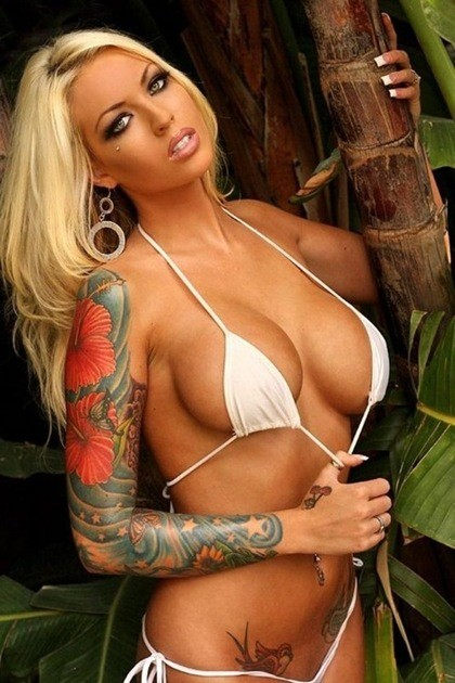 Body painting vs tattoos for Nude women tattoo