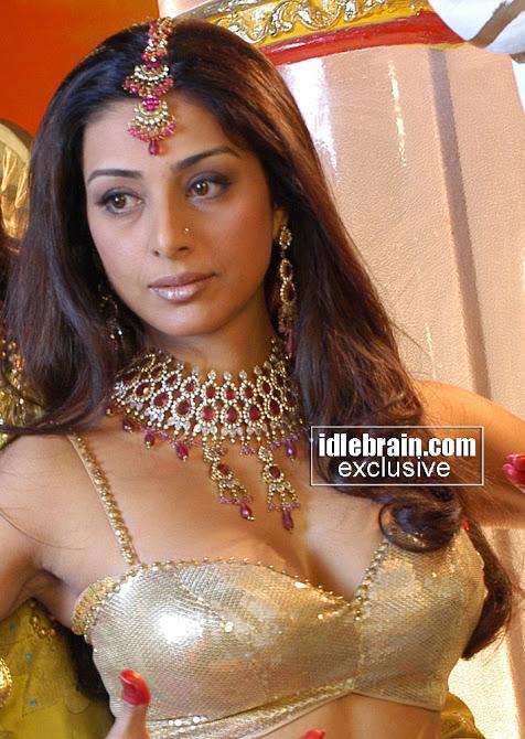 Deepika Padukone Hair 2012 1stbuzz: tabu hot
