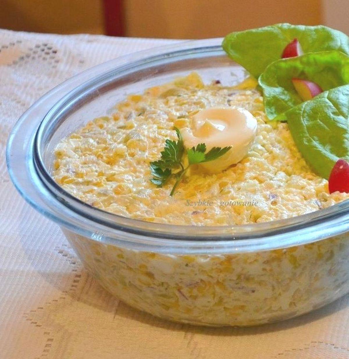 Sałatka ziemniaczana z kukurydzą i serem feta