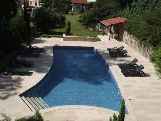 sessiz-ev-çiftlik-otel-kartepe-sapanca-açık-yüzme-havuzu