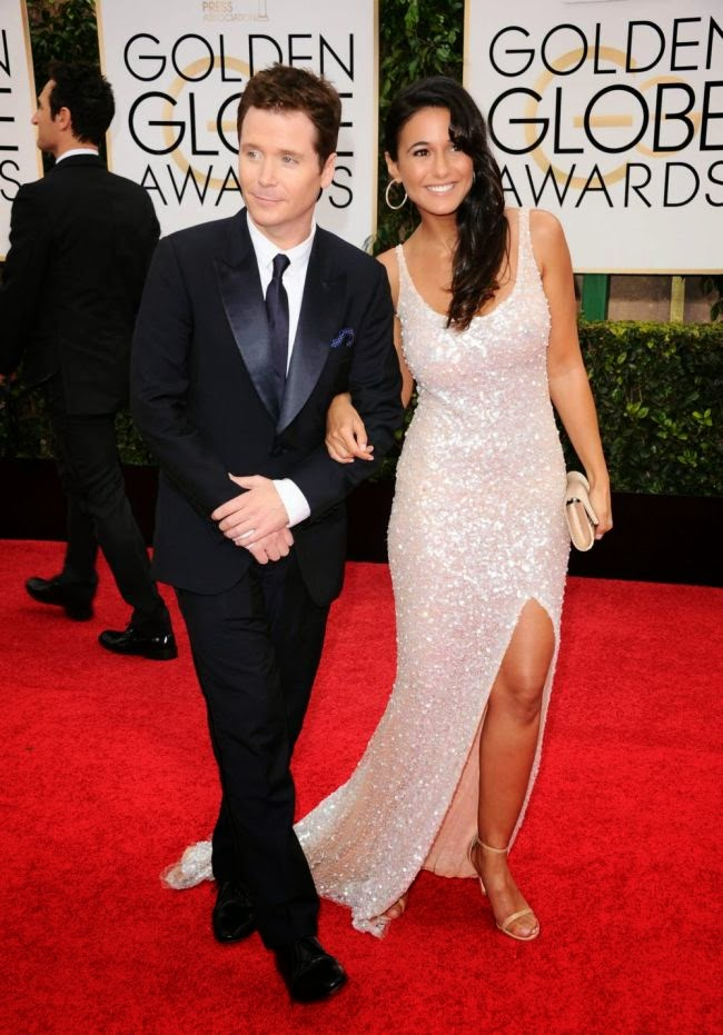 Talk about working, I think Emmanuelle Chriqui was managed to put her every point on the right night.  Ensuring all eyes were on her in the 72nd Annual Golden Globe Awards, the 37-year-old chosed a dramatic look in a white long gown, which displaying her beauty art to never ending.  The entire sweet design was adorned with glittering sequins to literally light up the red carpet dazzling at Beverly Hills, CA, USA on Sunday, January 11, 2015.