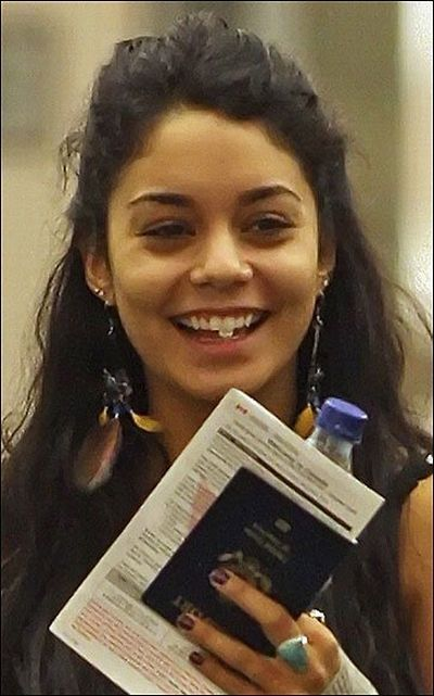 brad pitt western Vanessa Hudgens Without Makeup!