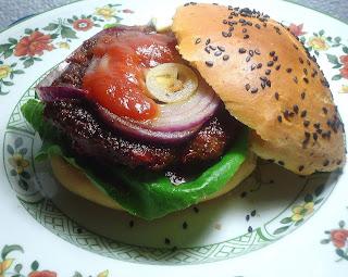 Rote-Bete-Beef-Burger mit selbstgemachten Buns