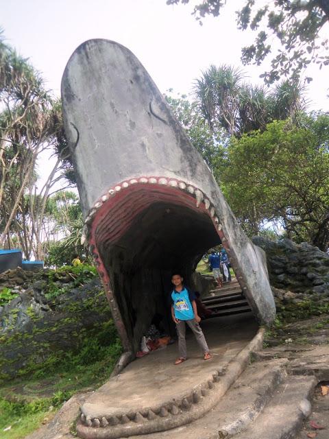 wisata pantai; jalan-jalan; pesona indonesia; indahnya Indonesia; travelling asyik;