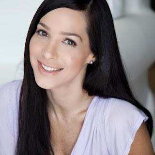 Mónica Pasqualotto  Isabel en devuelveme la vida