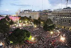 110 mil almas a Plaza de Mayo