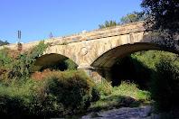 El Pont de les Ferreries vist des de riba esquerra del Tenes