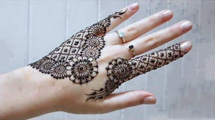 How to apply Henna (Mehndi) on your Hands