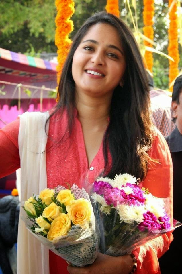 Anushka Sheety latest hot photos at Inji Iduppazhagi Movie Launch