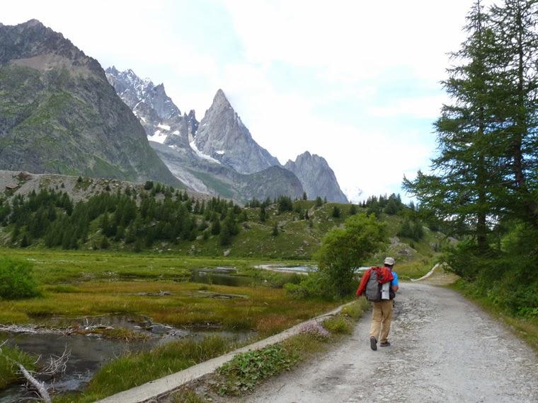 ツール・ド・モンブラン コンバル湖 Lac de combal Tour du Mont-Blanc