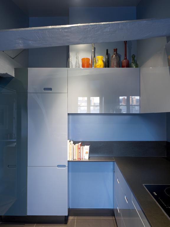 Mid-Century Design als Grundstock in einer modernen Einrichtung: Küche