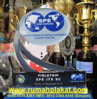 plakat akrilik surabaya, harga plakat murah, desain bentuk plakat acrylic, 0812.3365.6355, www.rumahplakat.com