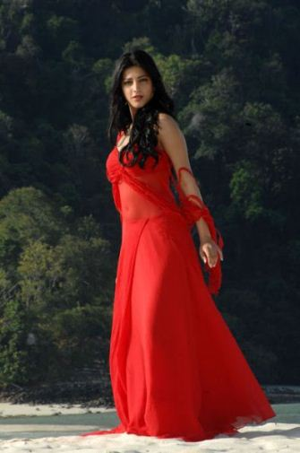 shruthi hassan in red dress