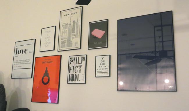 Bilderwand Gallery Wall Bilderhängung Tom Tailor Showroom