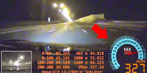 Veja o que acontece quando o pneu de um carro estoura a 327km/h