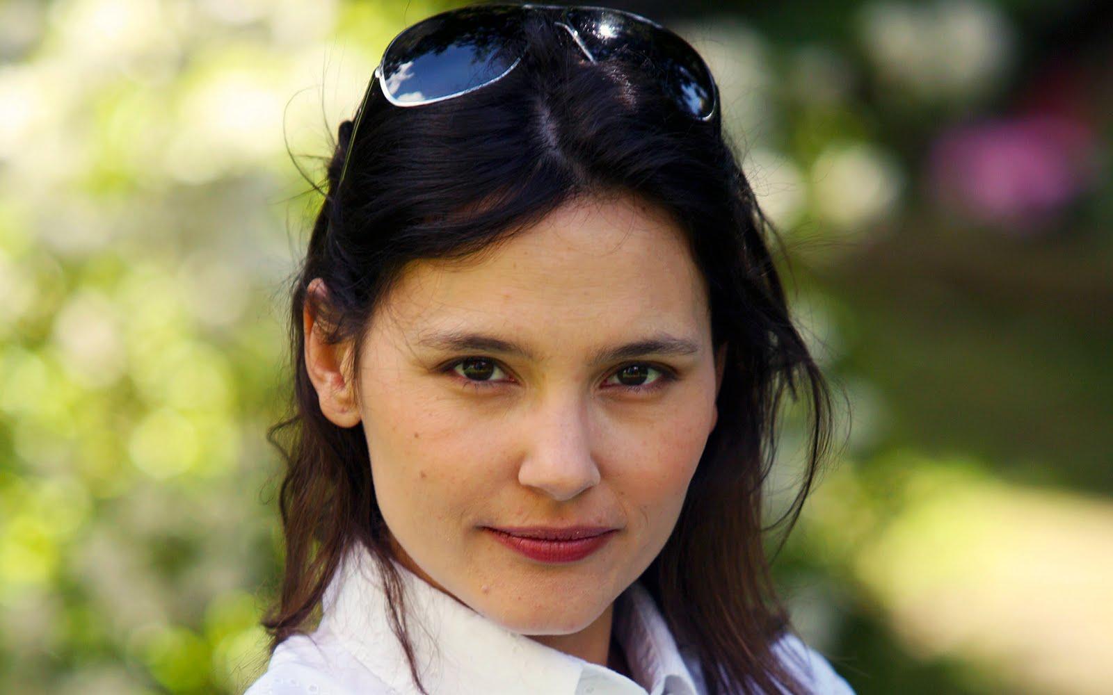 http://1.bp.blogspot.com/-GDIT_qlS-n4/TfQ-ZSX_QNI/AAAAAAAACfA/XKxZxAhzAPQ/s1600/Pictures+of+Stage+Actress+Virginie+Ledoyen+%25283%2529.jpg