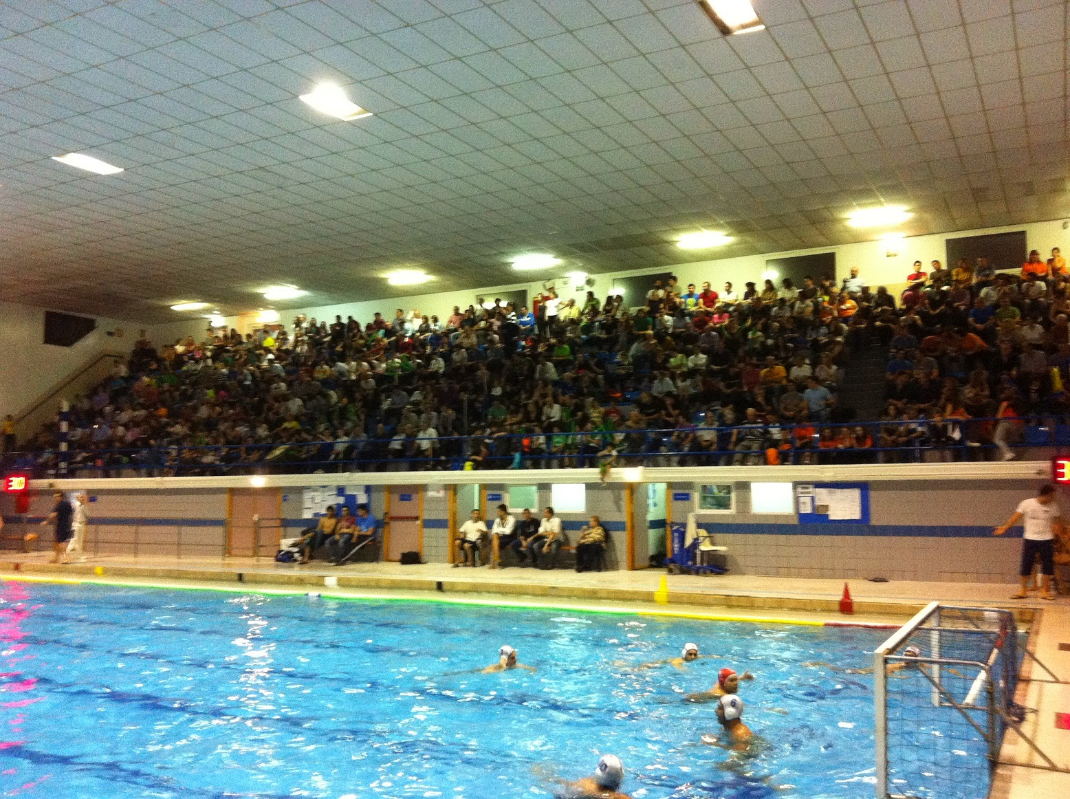 Rbitros de waterpolo noticia de ultima hora la for Piscina municipal mataro