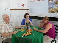 padre Michel, Anneleen en Evelyne