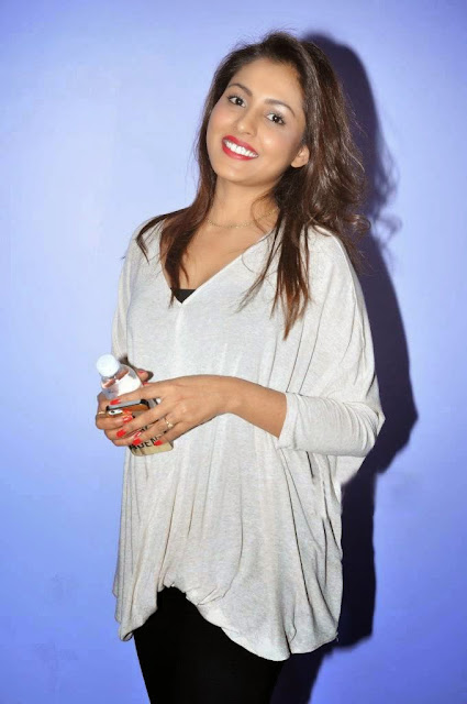 Actress Madhu Shalini Picture Gallery at Ladies And Gentlemen Movie Preview Show 4.JPG