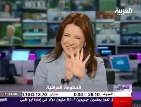 مذيعة قناة العربية تصاب بهستيريا ضحك على الهواء !!!!