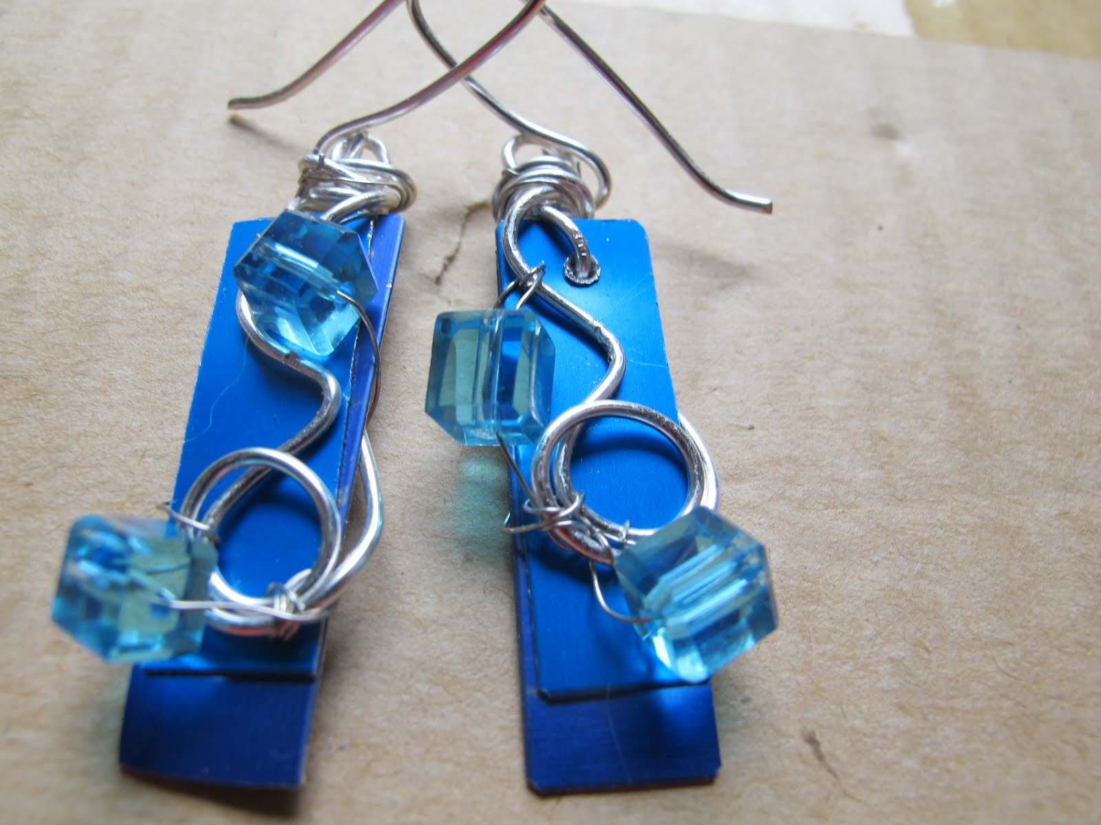 Naomi\'s Designs: Handmade Wire Jewelry: Blue and turquoise anodized ...