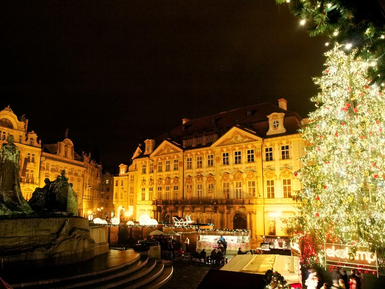 Jan Hus - Staré Město Staroměstské nám. de noche