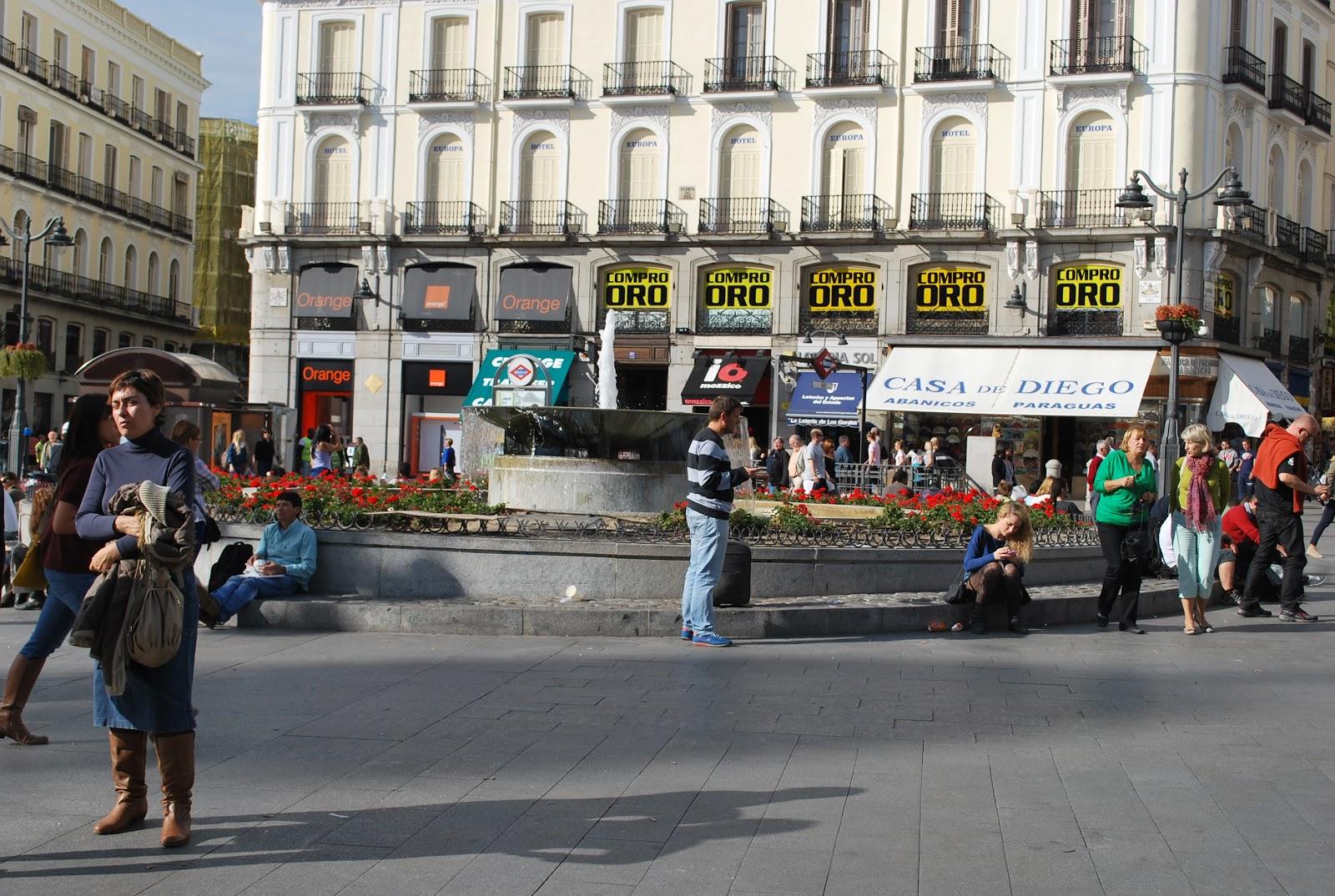 Socalgalopenwallet madrid puerta del sol for Plaza puerta del sol