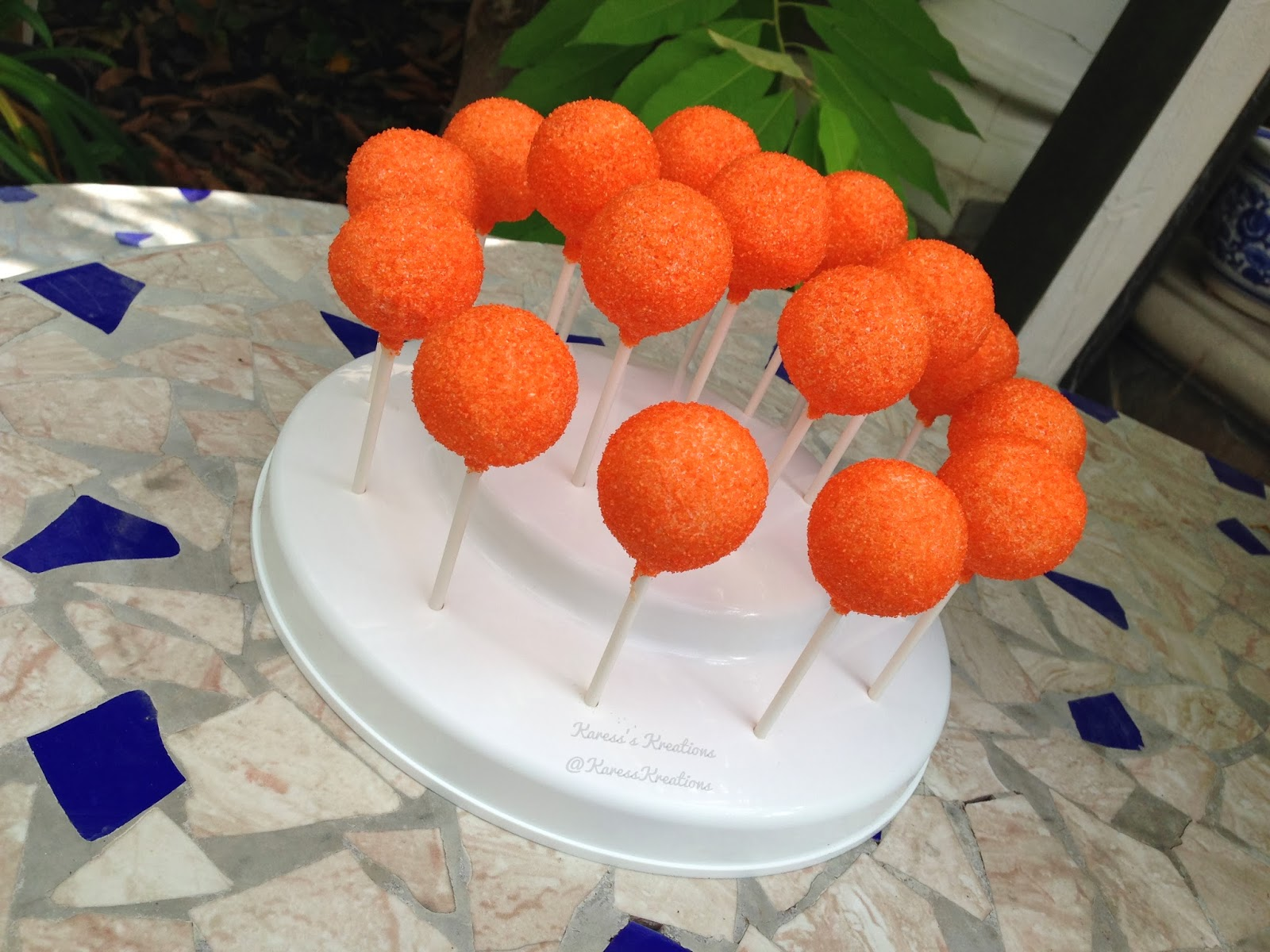 how to use sanding sugar on cake pops