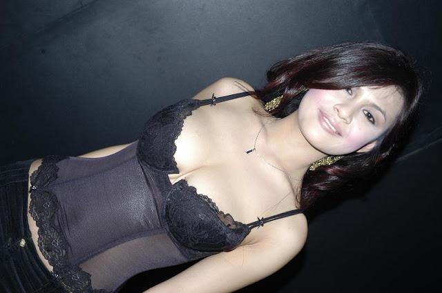Foto Hot Biduan Dangdut Sungguh Bahenol!!