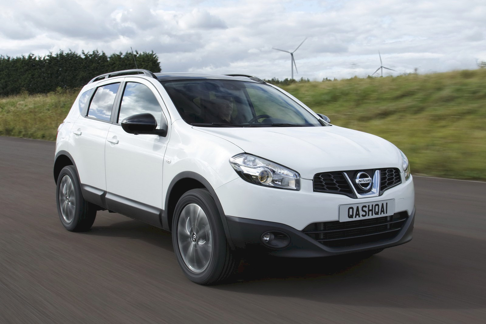 2013 nissan qashqai deluxe suv views car. Black Bedroom Furniture Sets. Home Design Ideas