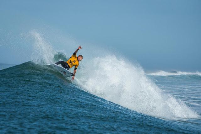 21 Mick Fanning AUS 2015 Quiksilver Pro France Fotos WSL Poullenot Aquashot