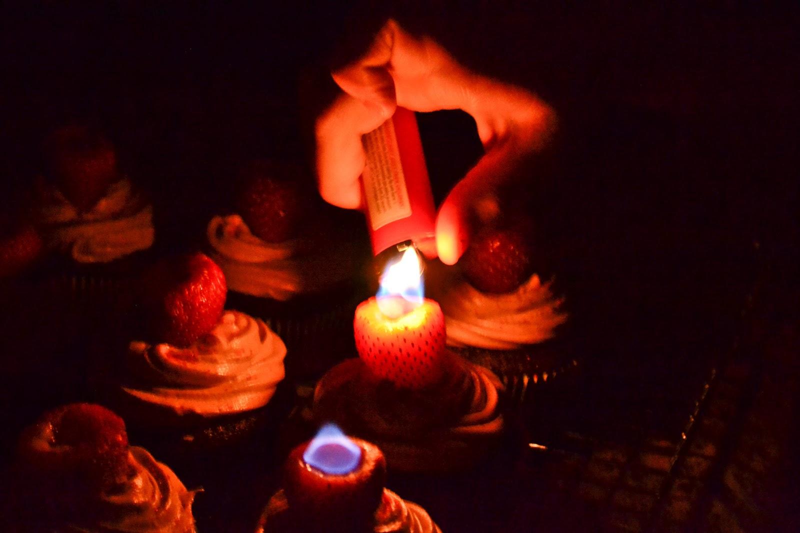 ohh cupcake light my fire babygaga. Black Bedroom Furniture Sets. Home Design Ideas